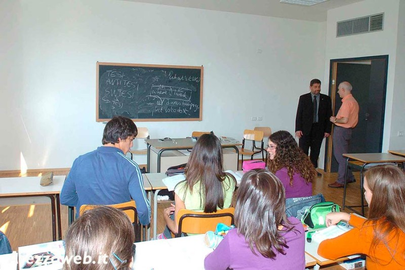 """Bando  """"Pacchetto Scuola"""": contributi per gli studenti di primarie e secondarie"""
