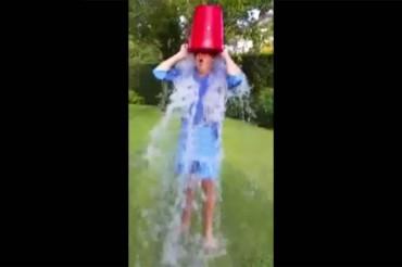 Matteo Renzi ha accettato l'Ice Bucket Challenge e ha nominato fra gli altri anche l'amico Paolo Livoli – VIDEO