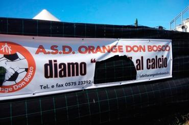 Danneggiato lo striscione dell'ASD Orange Don Bosco