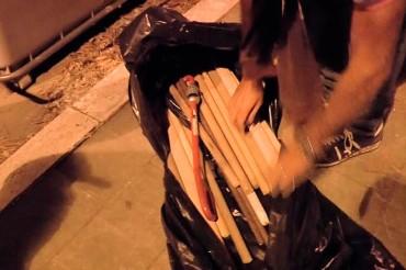 La Polizia rinviene, accanto ad un cassonetto, una sacca piena di bastoni e mazze di ferro