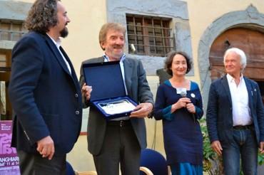 La consegna del Premio Città dell'Autobiografia a Gigi Proietti ha chiuso una bella edizione del Festival dell'Autobiografia