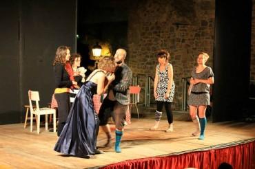 """""""Il Paradiso dei Calzini"""" al Teatro Dovizi di Bibbiena: otto donne e …un malcapitato!"""