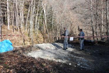 Ambiente: denunciato impresario edile per avere scaricato calcinacci e altri materiali edili in un bosco