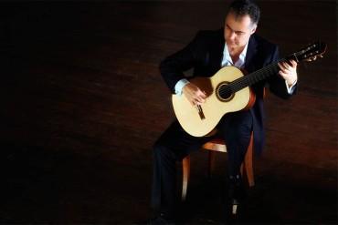 L'aretino Giorgio Albiani in concerto nei giardini vaticani