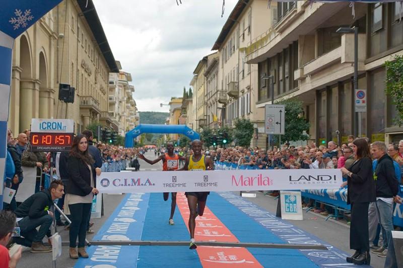 Grande spettacolo alla Maratonina citta di Arezzo  assenti  le istituzioni – FOTO