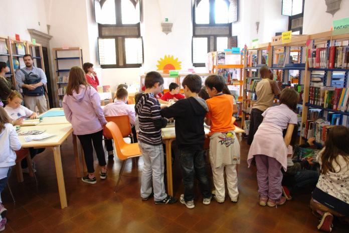 Sezione ragazzi biblioteca