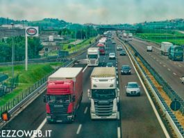 auto in coda - autostrada