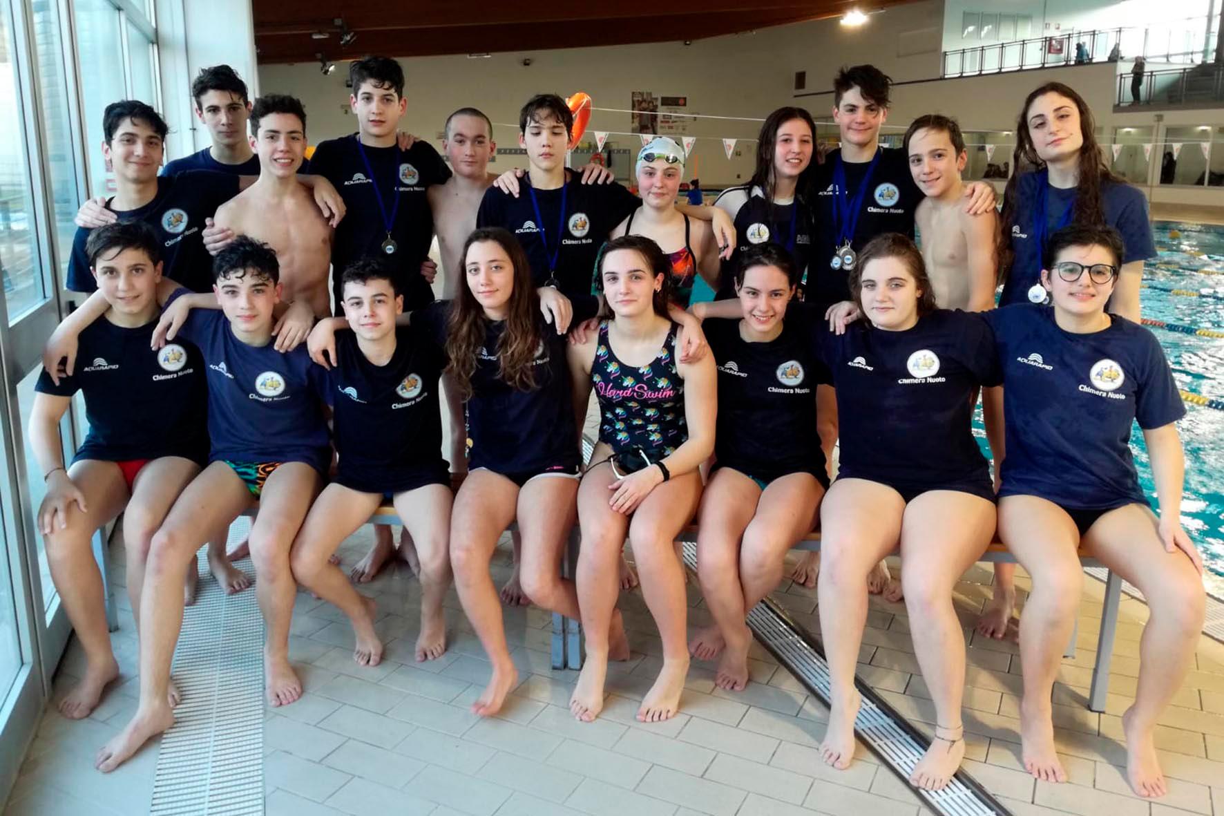 La Chimera Nuoto festeggia venti medaglie toscane