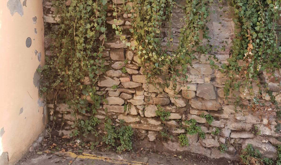 droga nascosta nel muro
