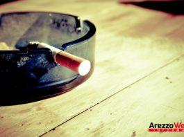 Sigaretta sul posacenere