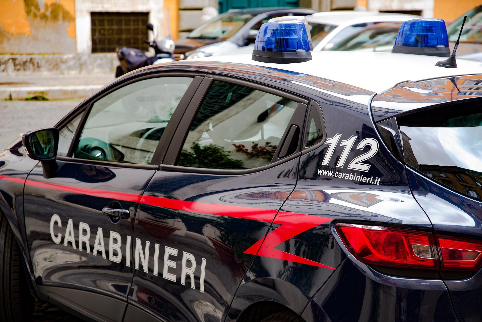 Modugno: rapinano e sequestrano l'autista fuggendo con un tir carico di generi alimentari. I Carabinieri recuperano mezzo e refurtiva