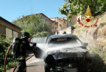 auto incendiata papiano-vvf