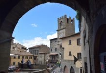 Premio Cortonantiquaria nel chiostro del centro Convegni di Sant'Agostino:     Giovedì 5 settembre alle ore 21,15