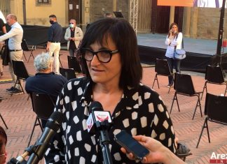 Lucia De Robertis